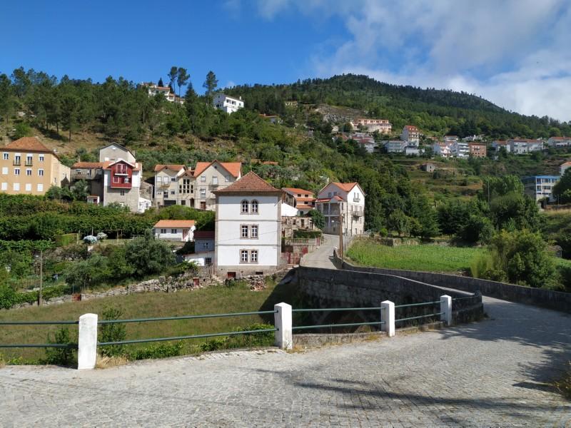 Vila de Loriga (morning / afternoon)
